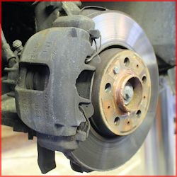 Reparation af bilens mekanik hos JAU2 i Maribo